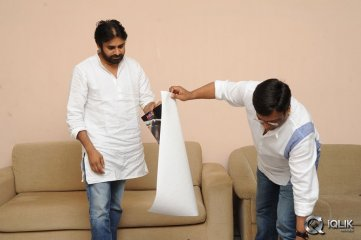 Pawan Kalyan Launches Geethanjali Movie Logo