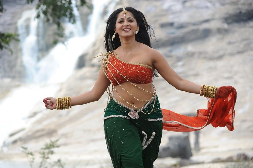 Anushka Shetty Hot Images in Rudramadevi