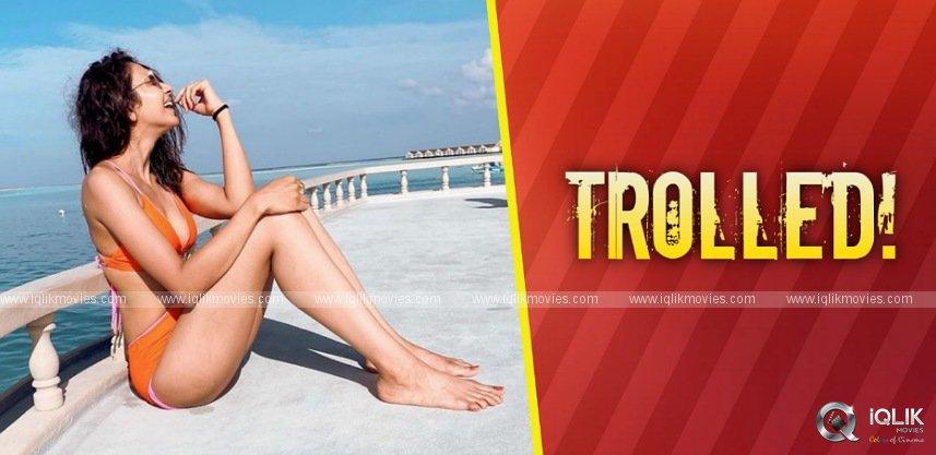 rakul-gets-trolled-for-bikini-photo