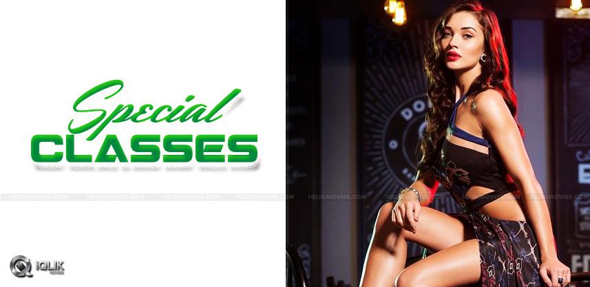 actress-amy-jackson-takes-urdu-lessons