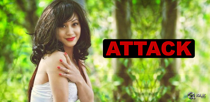 actress-bisheshhorem-attacked-by-minister-follower