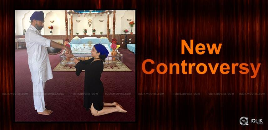 charmme-dress-controversy-at-gurudwara