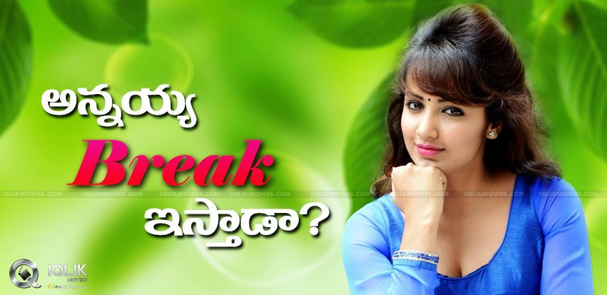 tejaswi-madivada-to-act-in-anchor-omkar-movie