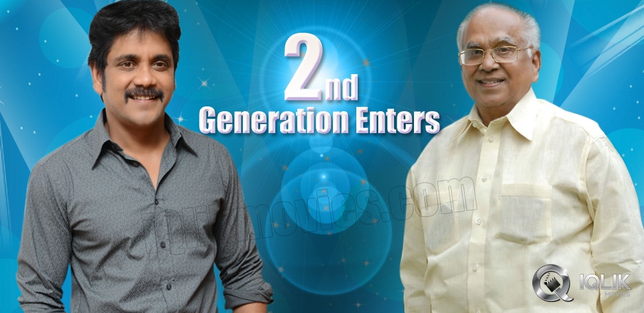 King-enters-Manam-Sets