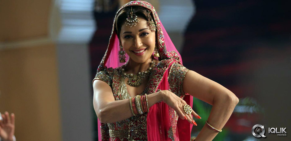 Madhuri-Dixit-to-do-a-mujra-in-Dedh-Ishqiya