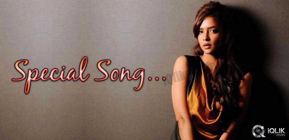 Manchu-Lakshmis-special-song-