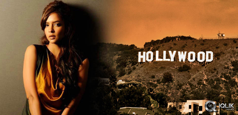 Manchu-girl-goes-Hollywood