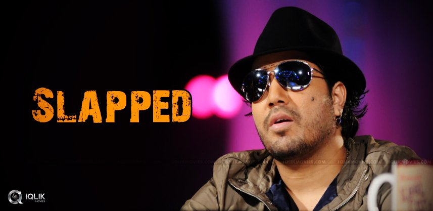 mika-singh-slapped-a-doctor-in-a-concert