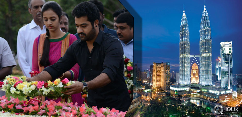 NTR-pays-tribute-and-leaves-to-Malaysia
