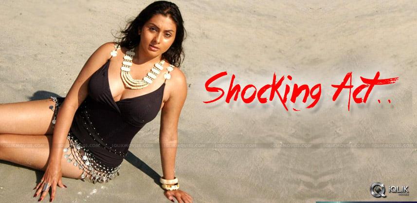 namitha-met-woman-autodriver-in-chennai