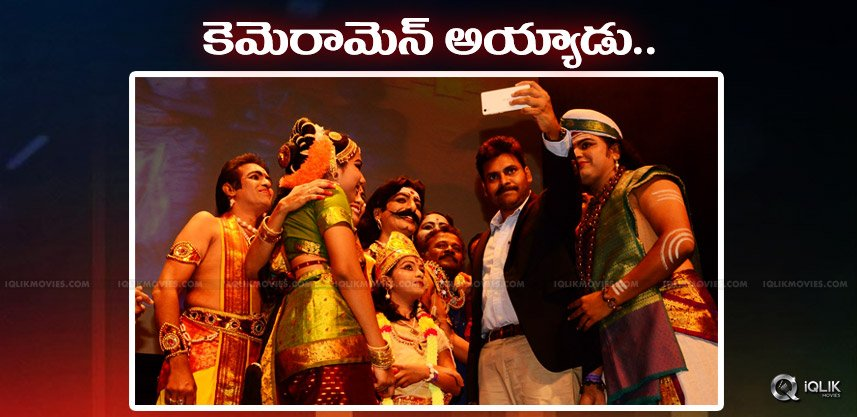 pawan-clicks-selfies-with-kuchipudi-dancers