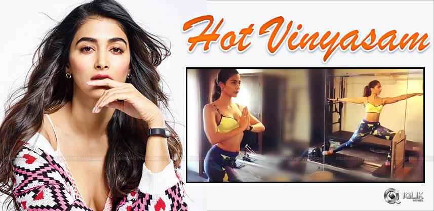 pooja-hegde-s-hot-show-in-instagram