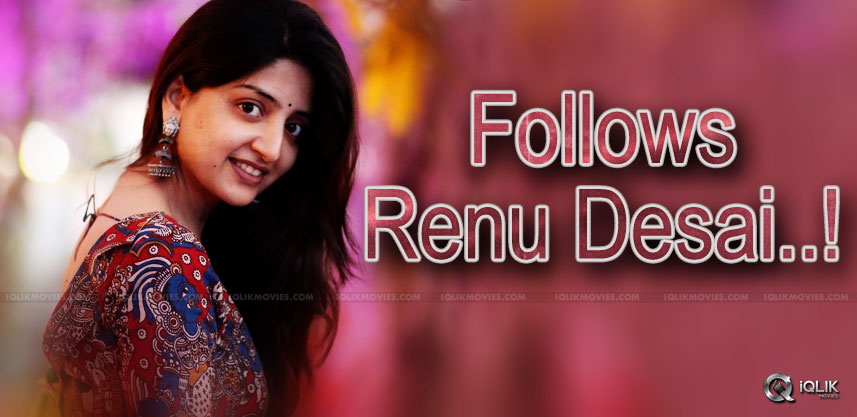 poonam-kaur-follows-renu-desai-twitter