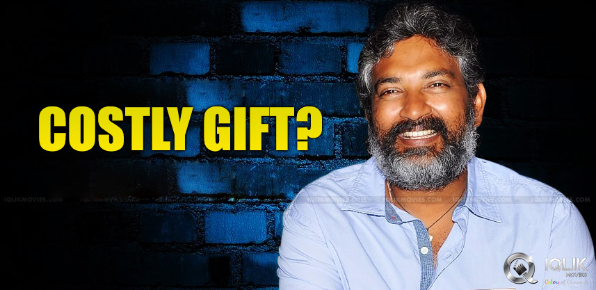speculations-about-rajamouli-gets-helicopter-as-gi