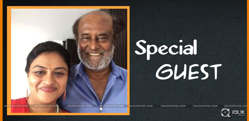 rajnikanth-meets-lady-fan-after-watching-her-video