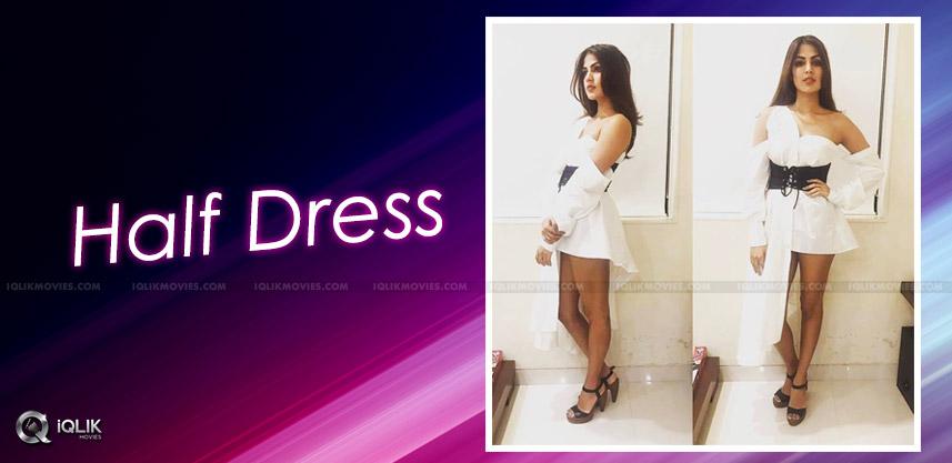 rhea-chakraborty-dress-for-half-girlfriend-premier