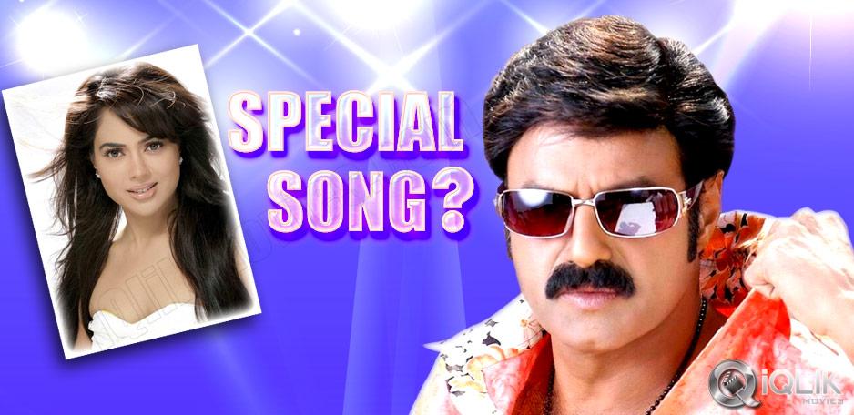 Sameera-Reddy-Special-Song-in-Legend