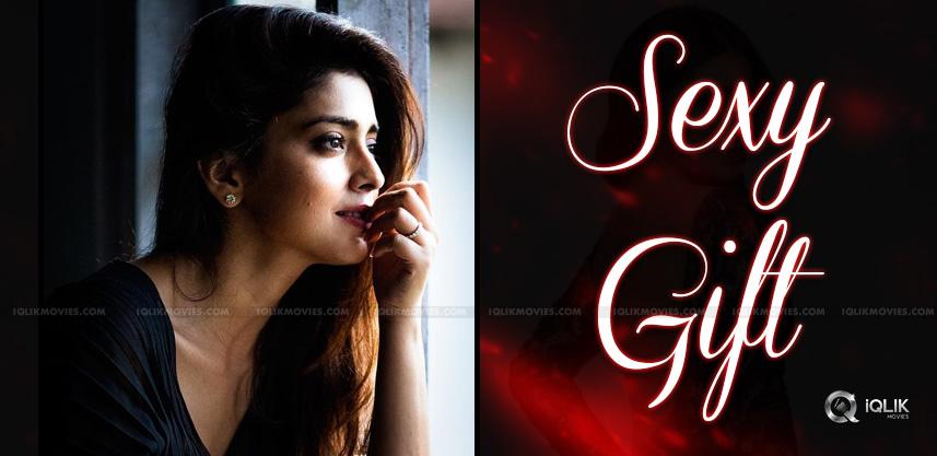 shriya-saran-says-being-sexy-is-a-gift