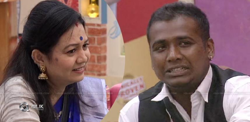 sree-mukhi-mother-roasts-rahul-sipligunj