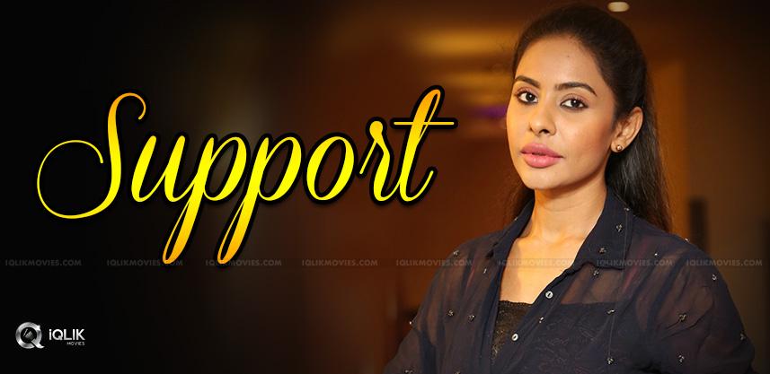 sri-reddy-is-supporting-balakrishna