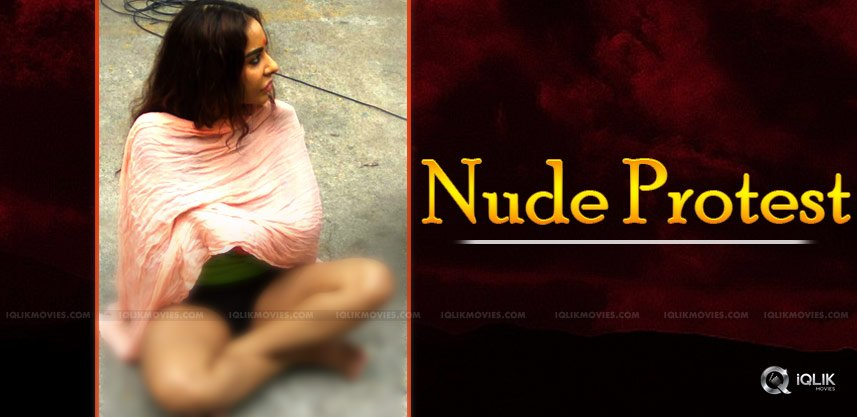 sri-reddy-nude-protest-infront-of-media-