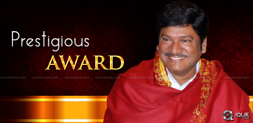an-award-to-rajendra-prasad-on-dasari-birthday