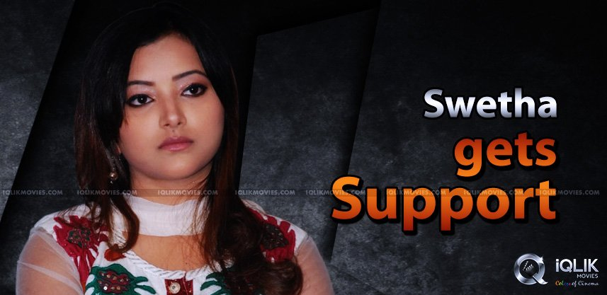 actress-swetha-basu-prasas-gains-celebs-support
