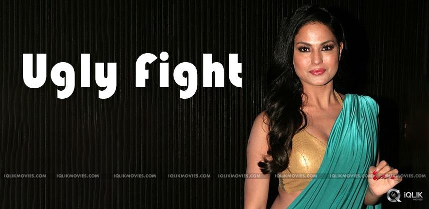 bollywood-Veena-Malik-fight-with-Prashant-Pratap