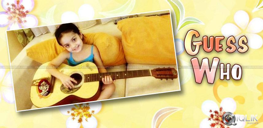 ajith-shalini-daughter-anushka-playing-guitar