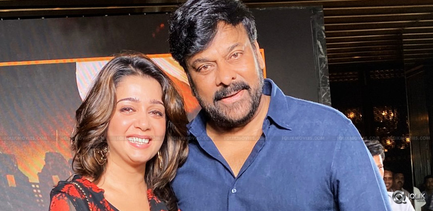 charmmee-met-chiranjeevi-for-sye-raa-success