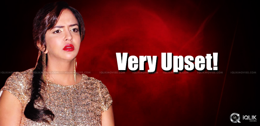 lakshmi-manchu-upset-in-vikrama-simha-event