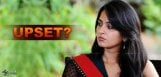 anushka-upset-with-director-gunasekhar