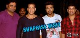 Salman-Khan-visits-Yevadu-sets