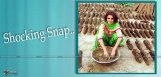 Sherlyn-Chopra-Hands-In-Dung-