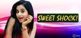 swathi-deekshith-shocks-her-male-fans