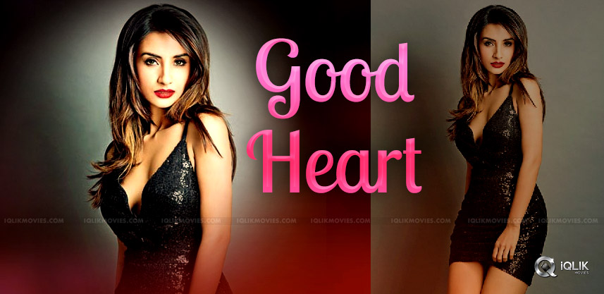 Patralekha-Helps-Cancer-Patients