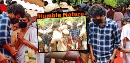 Talk of the Town: Thalapathy Vijay takes off fan's slipper!