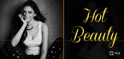 aditi-rao-hydari-is-stunning-in-black-and-white