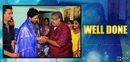 allu-arjun-visits-mega-fans-president-house
