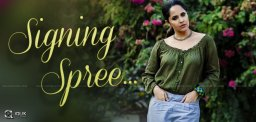anchor-anasuya-is-on-a-signing-spree