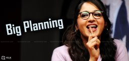 dil-raju-plans-high-budget-movie-with-anushka