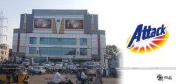 baahubali-fans-damage-vijayalaxmi-theater-details