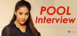 sri-reddy-gave-an-interview-beside-a-pool