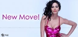 poonam-pandey-selling-tickets-for-her-movie