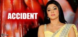 actress-pranitha-met-with-car-accident-news