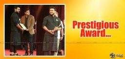 ramcharan-gets-youthicon2016-award-at-dubai