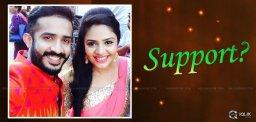 anchor-ravi-gets-support-from-sreemukhi