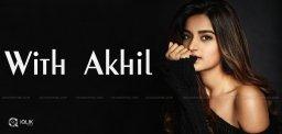 akkineni-akhil-with-chaitanya-heroine