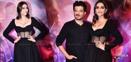 Sonam-Kapoor-Anil-Kapoor-Malang-Premiere-Show