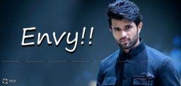 Vijay-Devarakonda-other-heroes-envious